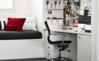 Study nook in teen bedroom