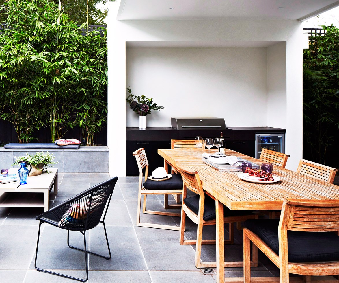 "Don't forget your outdoor kitchen if you think black is where it's at. This one looks just as good when the sun goes down. Learn more about [outdoor lighting](http://www.homestolove.com.au/an-illuminating-guide-to-outdoor-lighting-1895/?utm_campaign=supplier/|target=""_blank""). *Photo: Armelle Habib*"