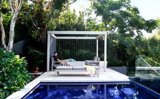 Above-ground swimming pool with pergola
