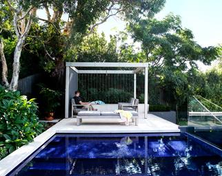 Above-ground swimming pool with pergola