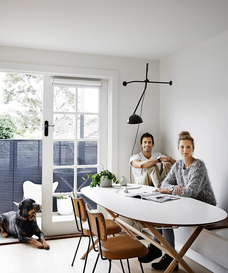 "Interior designer Rhiannon Farmer and her builder/carpenter fiance Matt Orr (pictured) completely gutted and renovated this [1950s clinker-brick house in Melbourne](https://www.homestolove.com.au/gallery-matt-and-rhiannons-mid-century-modern-home-1966|target=""_blank"") to create a light-filled home that embraces mid-century modern design."
