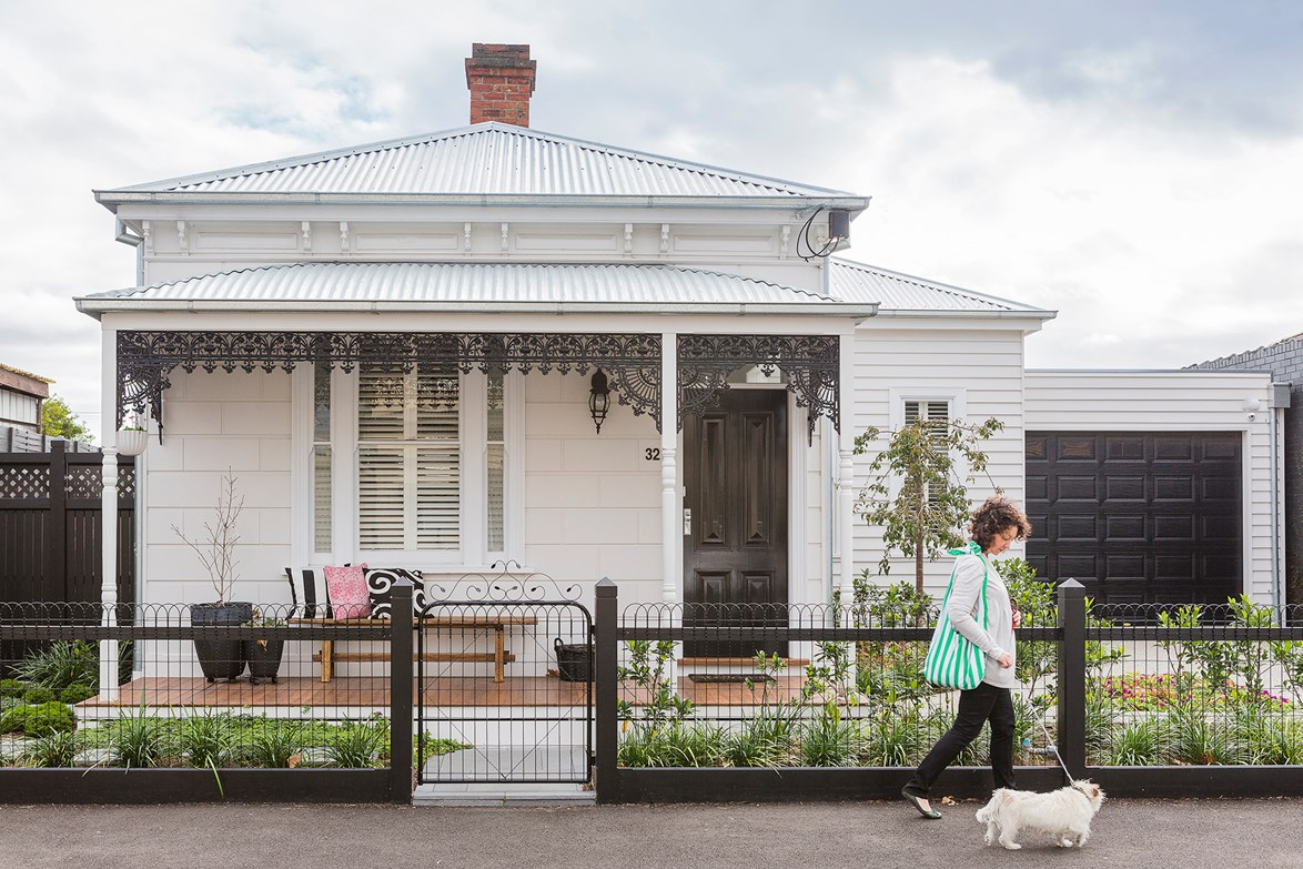 "When the owner first laid eyes on this [Victorian cottage in Yarraville](https://www.homestolove.com.au/gallery-rachel-and-martys-modern-classic-victorian-cottage-renovation-1978|target=""_blank"") back in 2004, the exterior was tired and run down. The pair, who love to renovate, were eager to take on the challenge and quickly set to work restoring the home's period features. The end result is a functional family home with a modern, yet timeless style. *Photo: Maree Homer / Story: Australian House & Garden*"