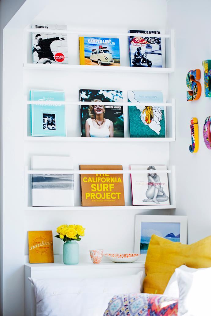 This DIY bookshelf carries the beach theme.