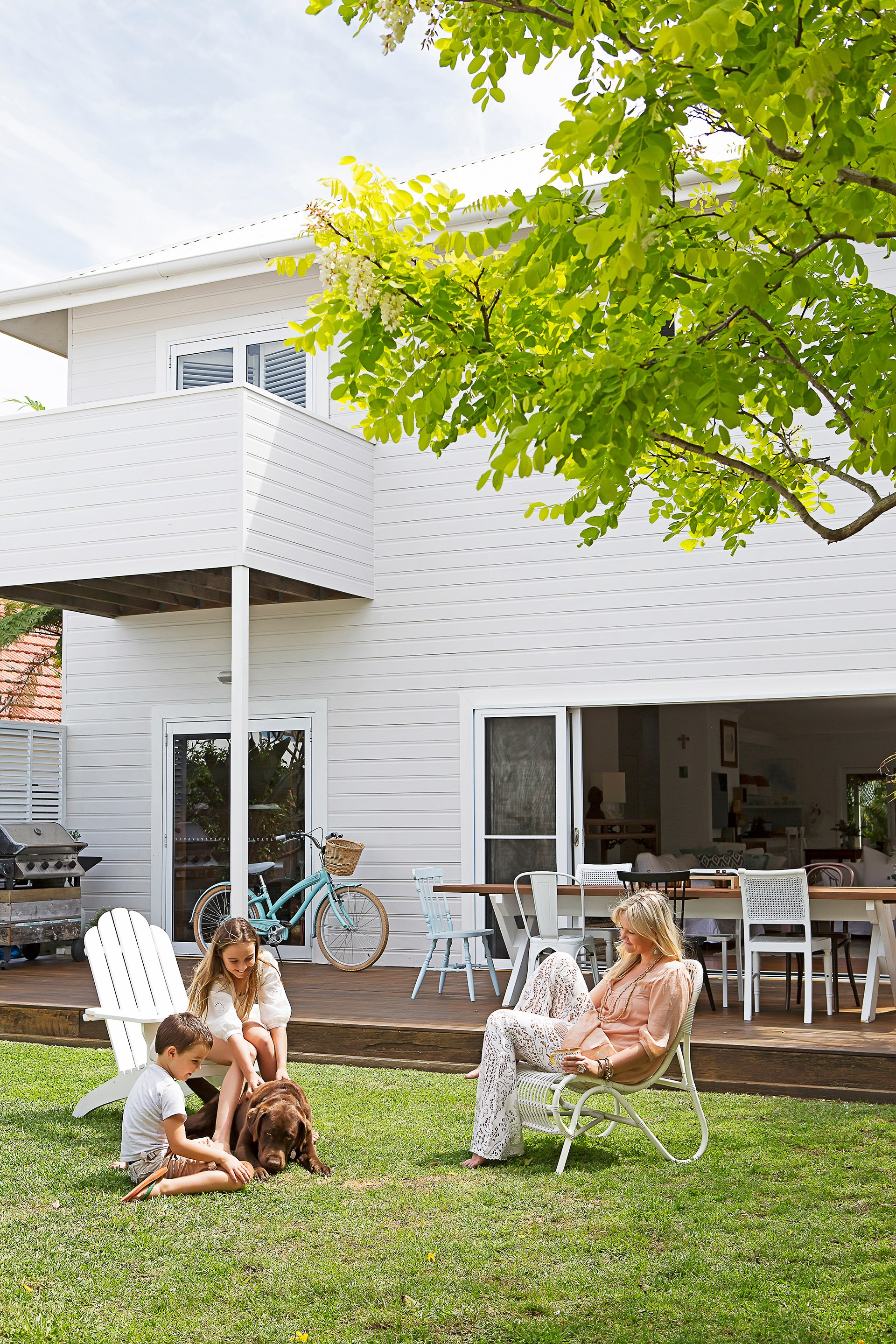 """Our house is great for catching the Aussie breeze. We live in and out all year round, with louvres and big sliding doors,"" says the owner of this [beach house in Newcastle](http://www.homestolove.com.au/gallery-bernadettes-breezy-beach-house-1980