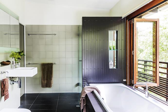 In keeping with the rest of the house, the bathroom's layout opens out to the landscape.