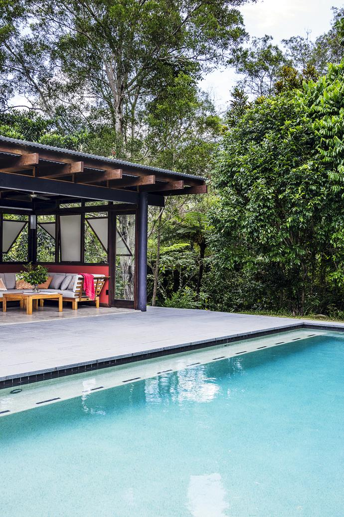 "Completed in 2012, the separate pool and pavilion take the edge off a Queensland summer.   Cushioned timber **day bed** from [Bunnings](http://www.bunnings.com.au/|target=""_blank""). **Pool tiles** from [Pool Tile Company](http://www.pooltile.com.au/