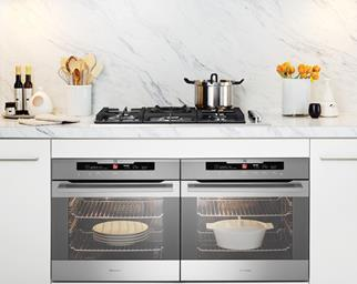 Sleek freestanding oven