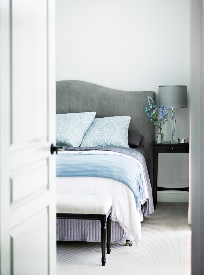 "Layers of soft textures create a restful air in the bedrooms.   **Bedhead** from [Pottery Barn](http://www.potterybarn.com.au/|target=""_blank""). **Bedlinen** from [Provincial Home Living](http://provincialhomeliving.com.au/