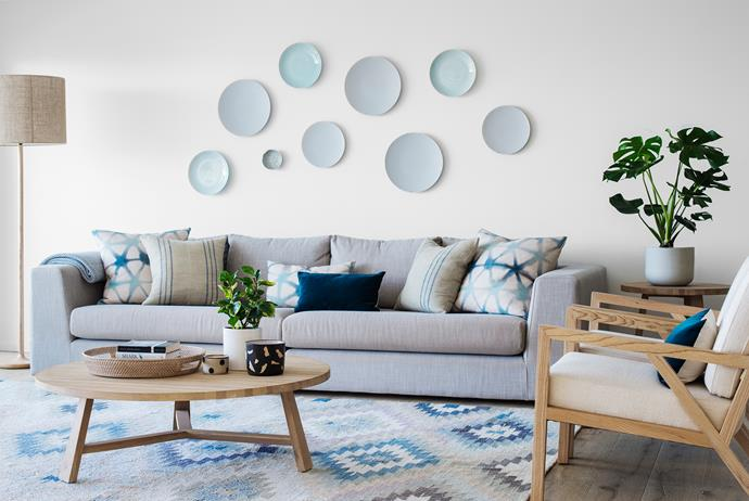 "Pattern plays a key role in the living room, where a potted *Monstera deliciosa* and a bubble-like display of wall-mounted assorted plates explore pattern to add interest to the space.   Old Yarn **kilim** from [Koskela](http://www.koskela.com.au/?utm_campaign=supplier/|target=""_blank""). Triangle-print **cushions** in Morph fabric in Prussian Blue from [Quercus & Co](http://www.quercusandco.com/?utm_campaign=supplier/
