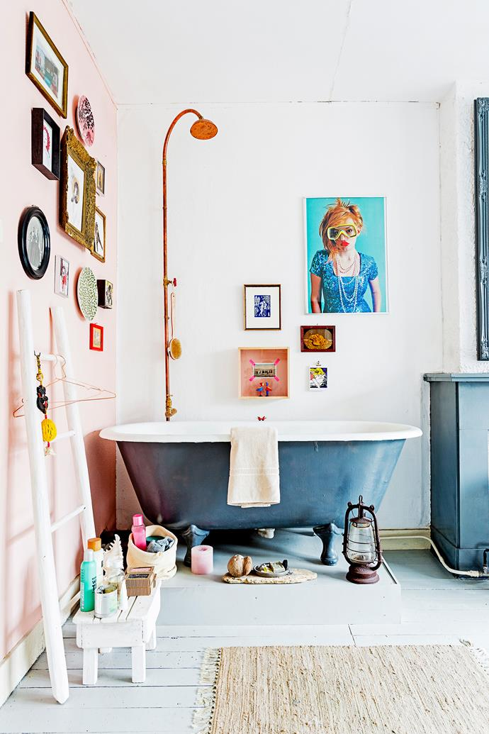 Determined to have a bath in his home, Menne sourced an old tub from a farm, spray-painted it, and installed it in the living room. The copper showerhead is purely decorative.
