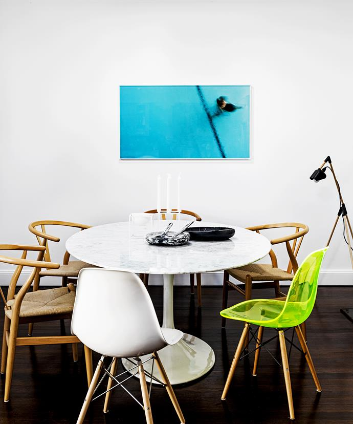 "The ripples in the marble of the Eero Saarinen Tulip table are repeated in the [Dinosaur Designs](http://www.dinosaurdesigns.com.au/?utm_campaign=supplier/|target=""_blank"") bowls and the watery artwork on the wall. A mix of designer chairs introduces some eclectic flair."