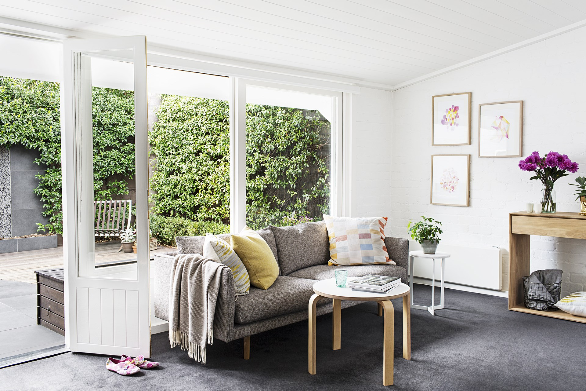 "A high-quality, Australian-made sofa from [Jardan](http://www.jardan.com.au/?utm_campaign=supplier/|target=""_blank"") will stand the test of time in this [Melbourne terrace](http://www.homestolove.com.au/georgias-light-filled-melbourne-terrace-2245