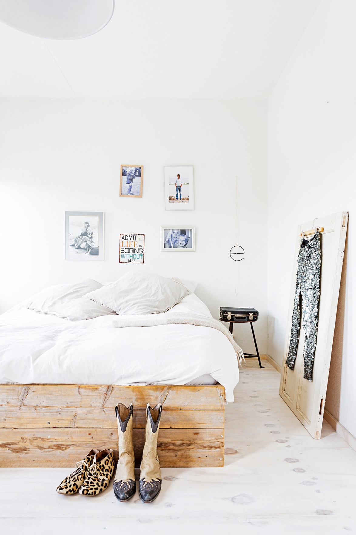 "You know you're into fashion when you use your favourite garments to decorate your home! From  edgy black-and-white fashion pics to vintage cowboy boots and sparkly jeans, every room in this [modern industrial home](https://www.homestolove.com.au/gallery-mariekes-modern-industrial-home-2244|target=""_blank"") reflects it's owners style and love of design. *Photo:*  Hans Mossel / Idecorimages.com"