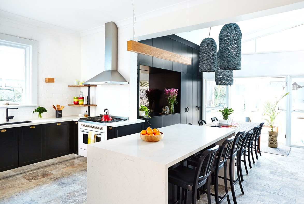 "Brass pulls on black cabinets give [*The Block* producer's kitchen](http://www.homestolove.com.au/the-block-producer-renovates-his-own-kitchen-2247/?utm_campaign=supplier/|target=""_blank"") up-to-the-minute style. *Photo: John Paul Urizar*"