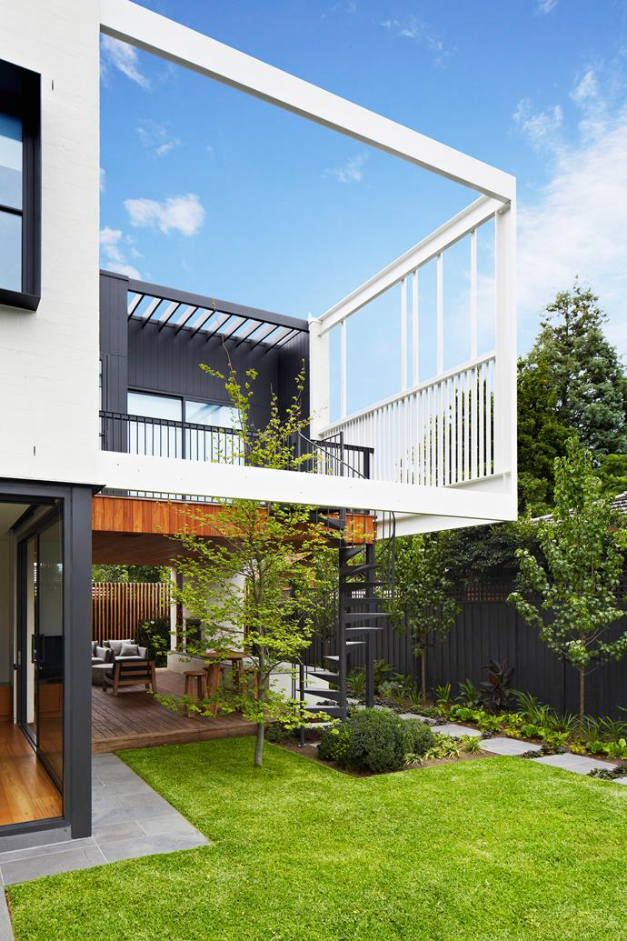 Over time the European beech tree will provide shade for the open-sided indoor-outdoor room. Architect Jade designed the white screening elements on the first floor to create a subtle sense of enclosure.