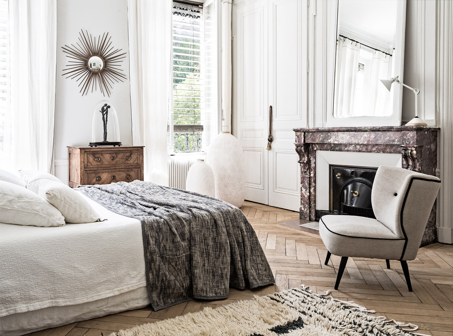 "Take a tour of this [monochrome French-style city apartment](http://www.homestolove.com.au/gallery-monochrome-french-style-city-apartment-2319|target=""_blank""). Photo: Felix Forest / *real living*"