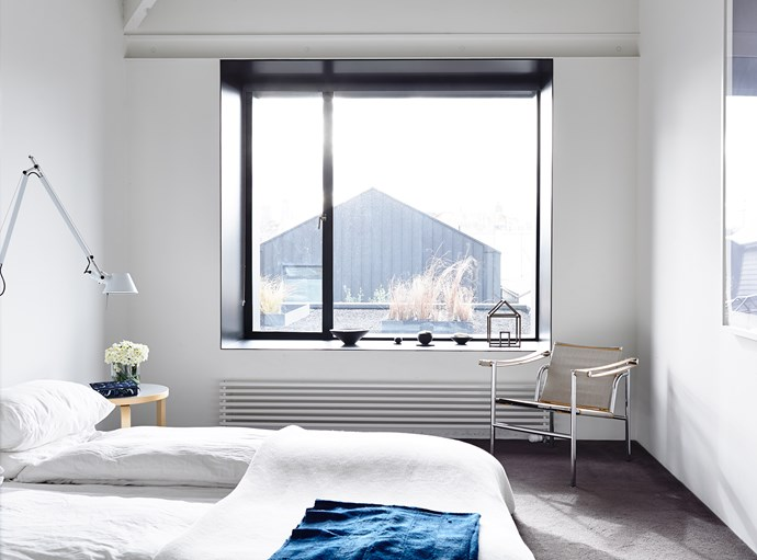 """The roof garden creates a serene view for the couple to wake up to.   **Bedlinen** from [Ralph Lauren](http://www.ralphlauren.com.au?utm_campaign=supplier/