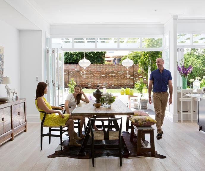 Inside/outside open plan dining