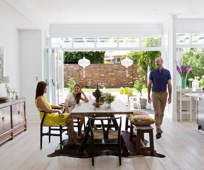 Inside/outside open plan dining