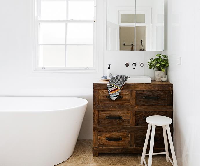 White and warm bathroom renovation