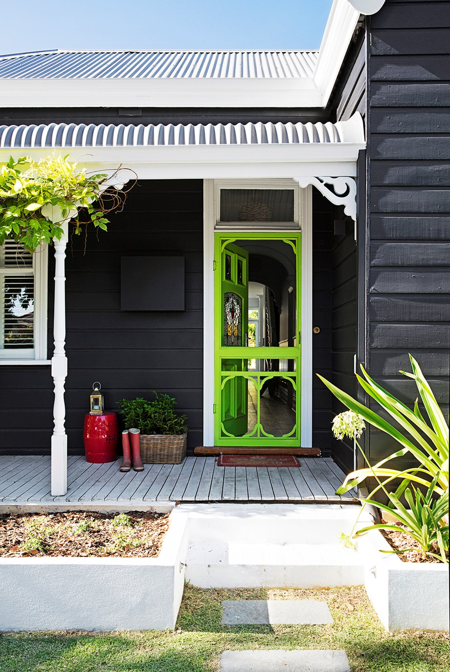 "This [charming 1908 cottage in Perth](https://www.homestolove.com.au/gallery-kirk-and-suzannes-perth-cottage-renovation-2323|target=""_blank"") has been revived with a modern exterior colour scheme. You can't miss this home's front door, painted in eye-catching Dulux Effervescent Lime."
