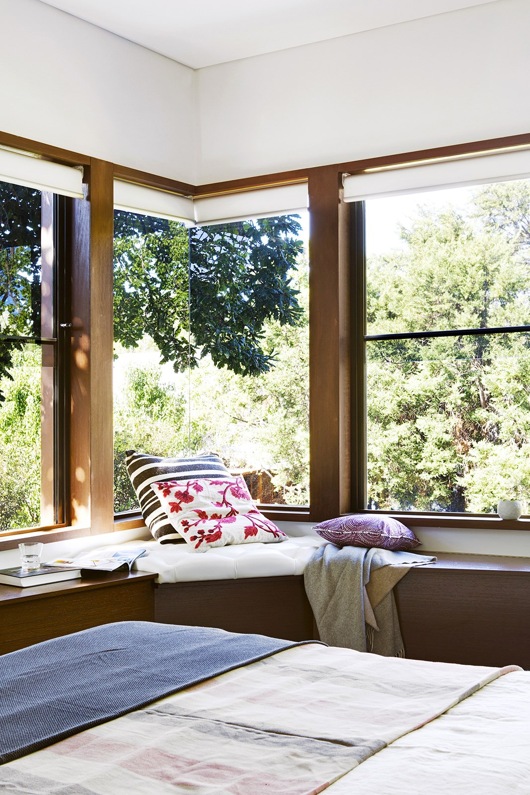 """It's not all about the living areas when it comes to keeping cool in summer - we all know how hard it is to get to sleep in a room that's too hot. A modern extension to a 1930s bungalow created a bedroom in the trees for the owners of this Perth home. The oak tree's canopy and motorised blinds shade the house in summer so air conditioning is rarely needed. [Take the tour](http://www.homestolove.com.au/gallery-modern-extension-to-a-1930s-bungalow-2398
