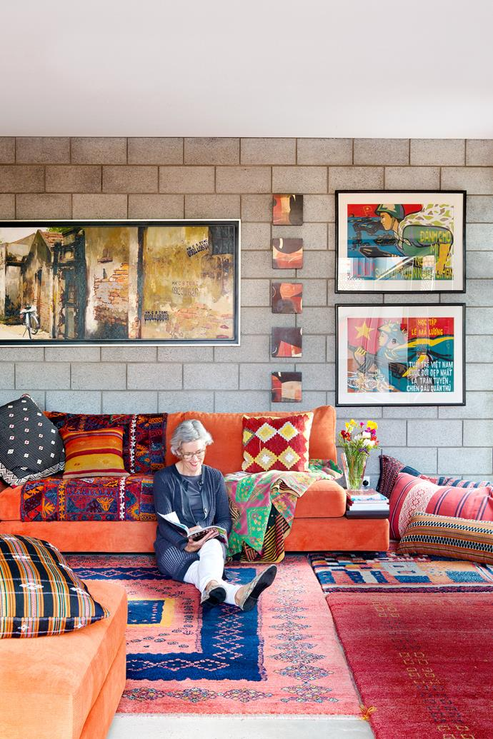 "Sue snuggles into layers of lavish textiles, a warm counterpoint to custom-made concrete blocks. When the grandchildren are in residence, this upstairs casual living area becomes a shared play and TV room for all ages. Jasper **sofa** from [King Furniture](http://www.kingliving.com.au/?utm_campaign=supplier/|target=""_blank""). **Throws** from [Ottoman Empire](http://www.ottomanempire.com.au/?utm_campaign=supplier/