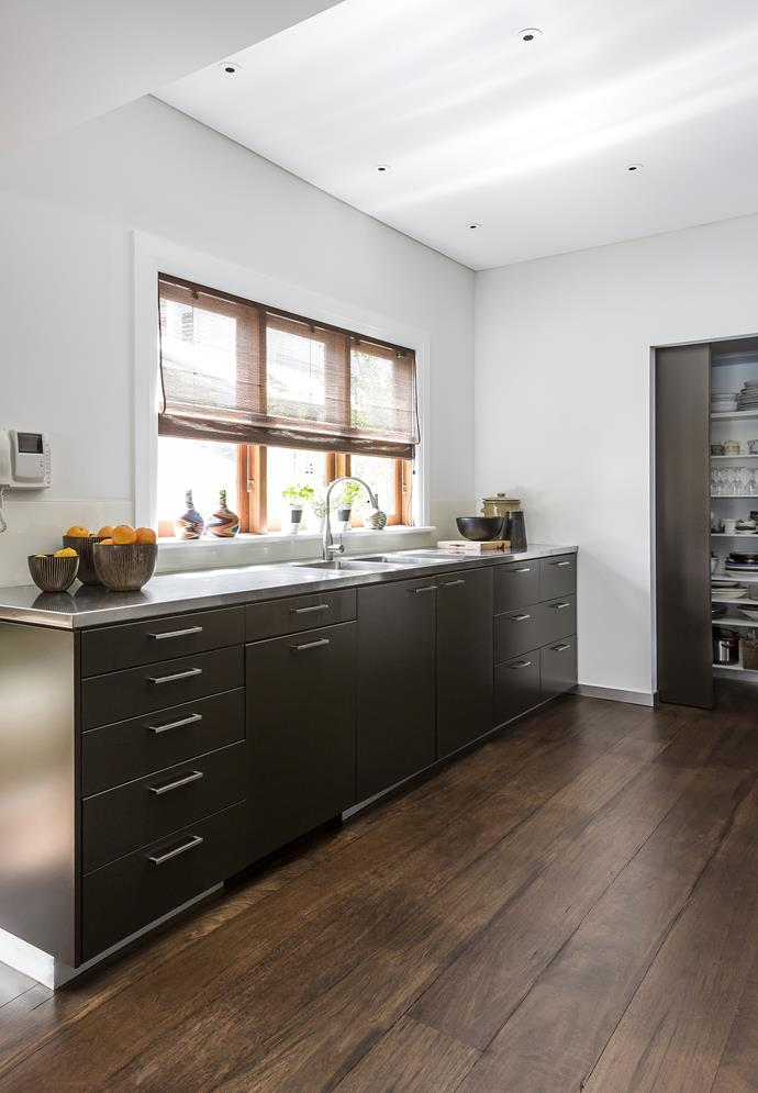 """The joinery is painted in [Dulux](http://www.dulux.com.au/?utm_campaign=supplier/ target=""""_blank"""") Namadji, while the blackbutt flooring is finished with a walnut stain."""
