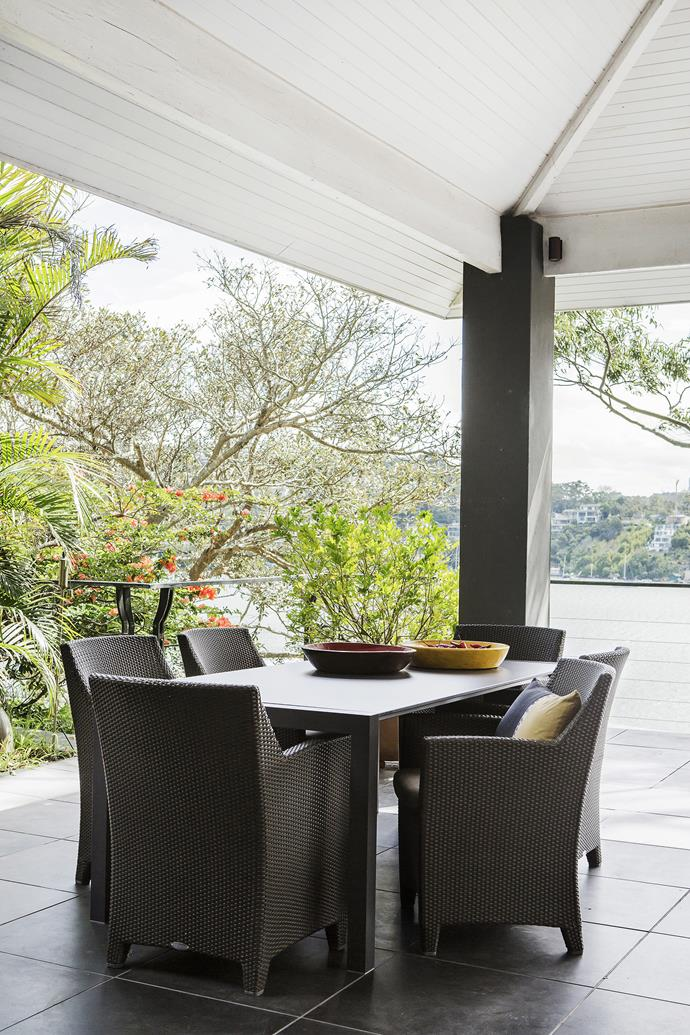 """For an eye-catching outdoor centrepiece, Meryl recommends filling a bowl with chillies – the fact that they're drying naturally is a bonus. Bartoli extendable **dining table** from [Fanuli](http://www.fanuli.com.au/?utm_campaign=supplier/ target=""""_blank"""")."""