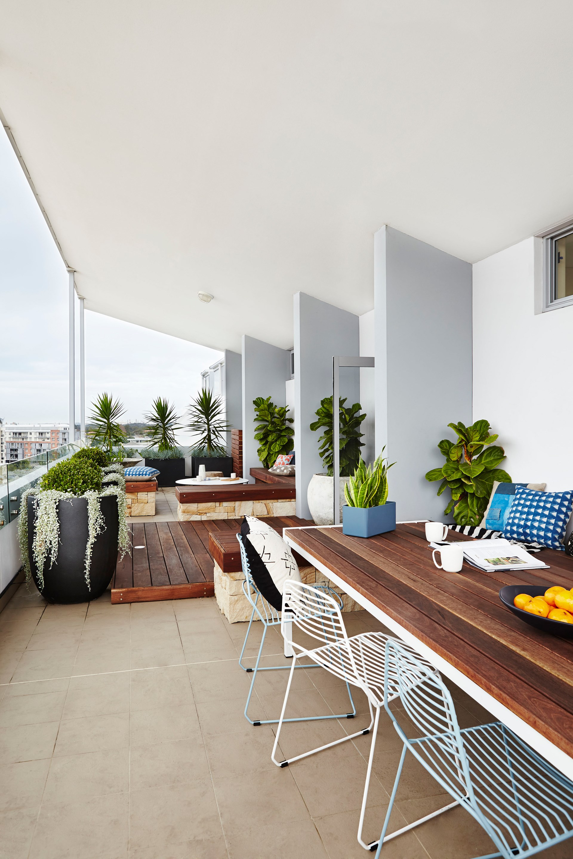 """You don't need a big backyard to be able to hold regular social gatherings. A thoughtfully designed balcony separated into dining and hang-out zones can be just as appealing. Read more about the design of this [garden balcony](http://www.homestolove.com.au/gallery-the-ultimate-garden-balcony-2511/?utm_campaign=supplier/