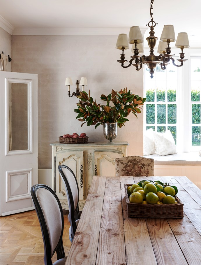 """I grab big bunches of pretty leaves from the garden, such as magnolia, laurel or bay. I put bunches of kale in jugs, onions in bowls, cauliflowers in urns, lemons on pedestals,"" says owner Melissa Penfold.   **Dining table** made by the house builder James Hartley. French **sideboard**, originally from Appley Hoare, bought from [Shapiro](http://shapiro.com.au/?utm_campaign=supplier/
