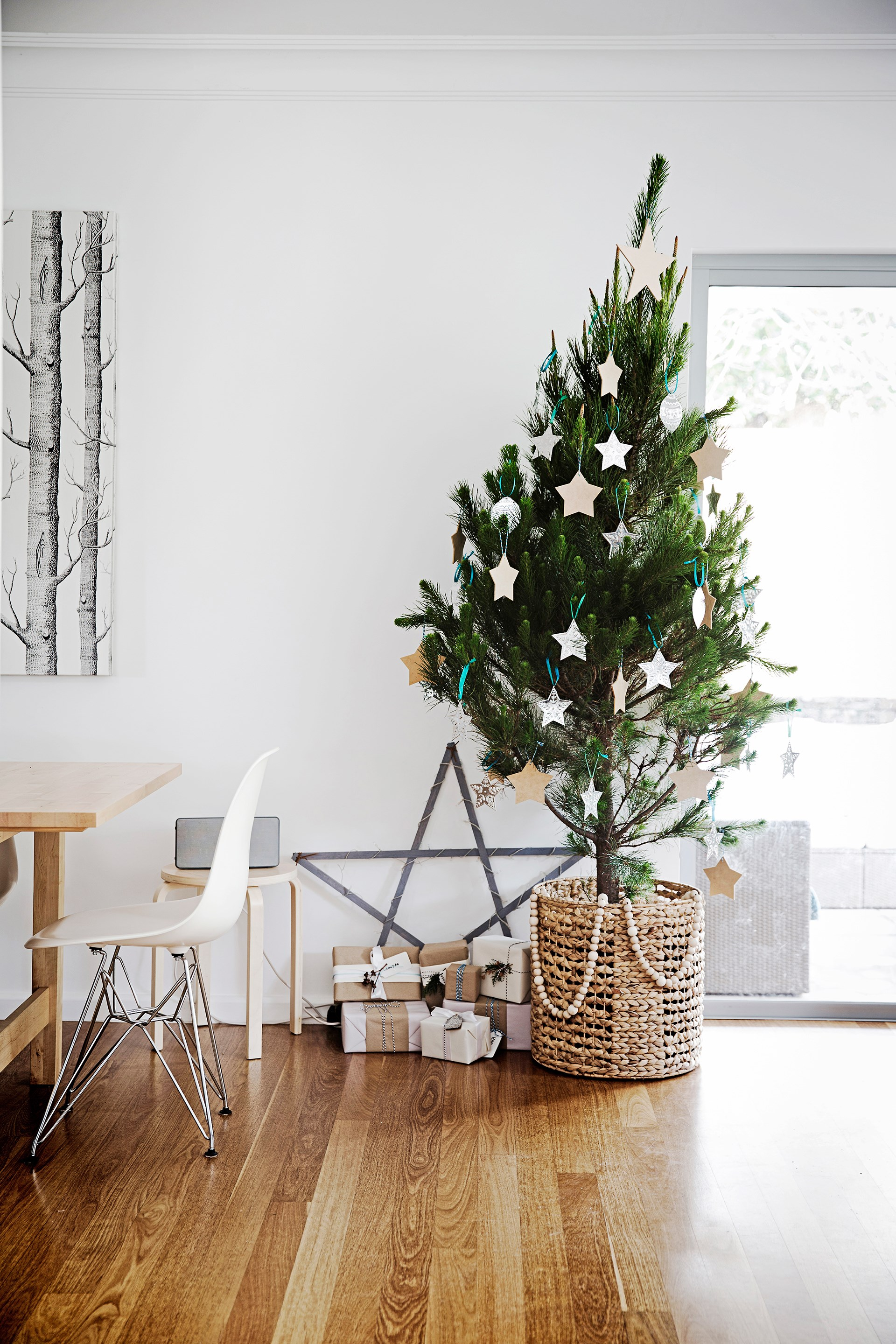"""In their [light and spacious """"forever home""""](http://www.homestolove.com.au/gallery-dianne-and-daniels-sydney-revamp-2545