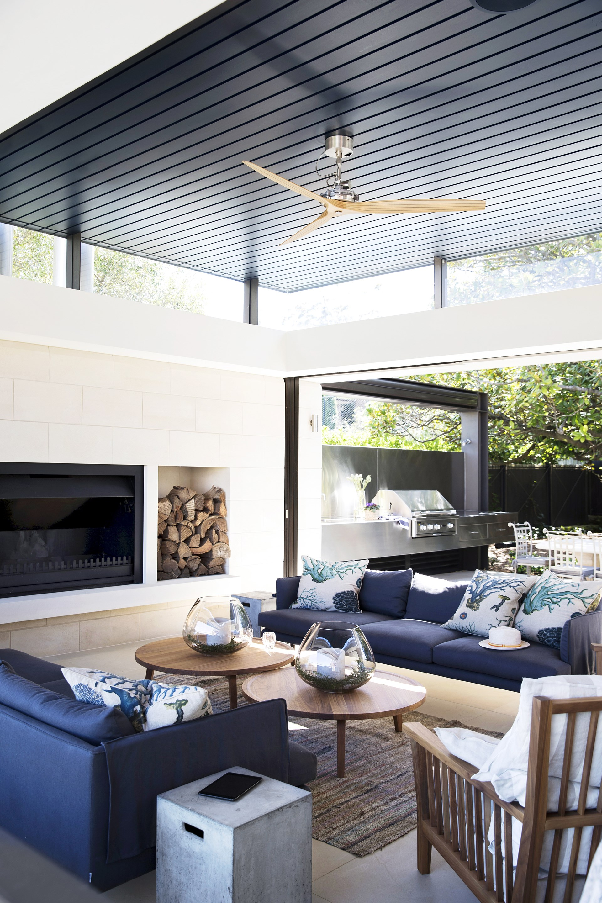 """Homeowners Prue and Jamie embarked upon an 18-month renovation in 2011 and weren't aware of what a gem they had on their hands until work was underway. By adding a dramatic 'box' extension to the rear of their  [federation style house](http://www.homestolove.com.au/gallery-prues-hidden-federation-gem-2581