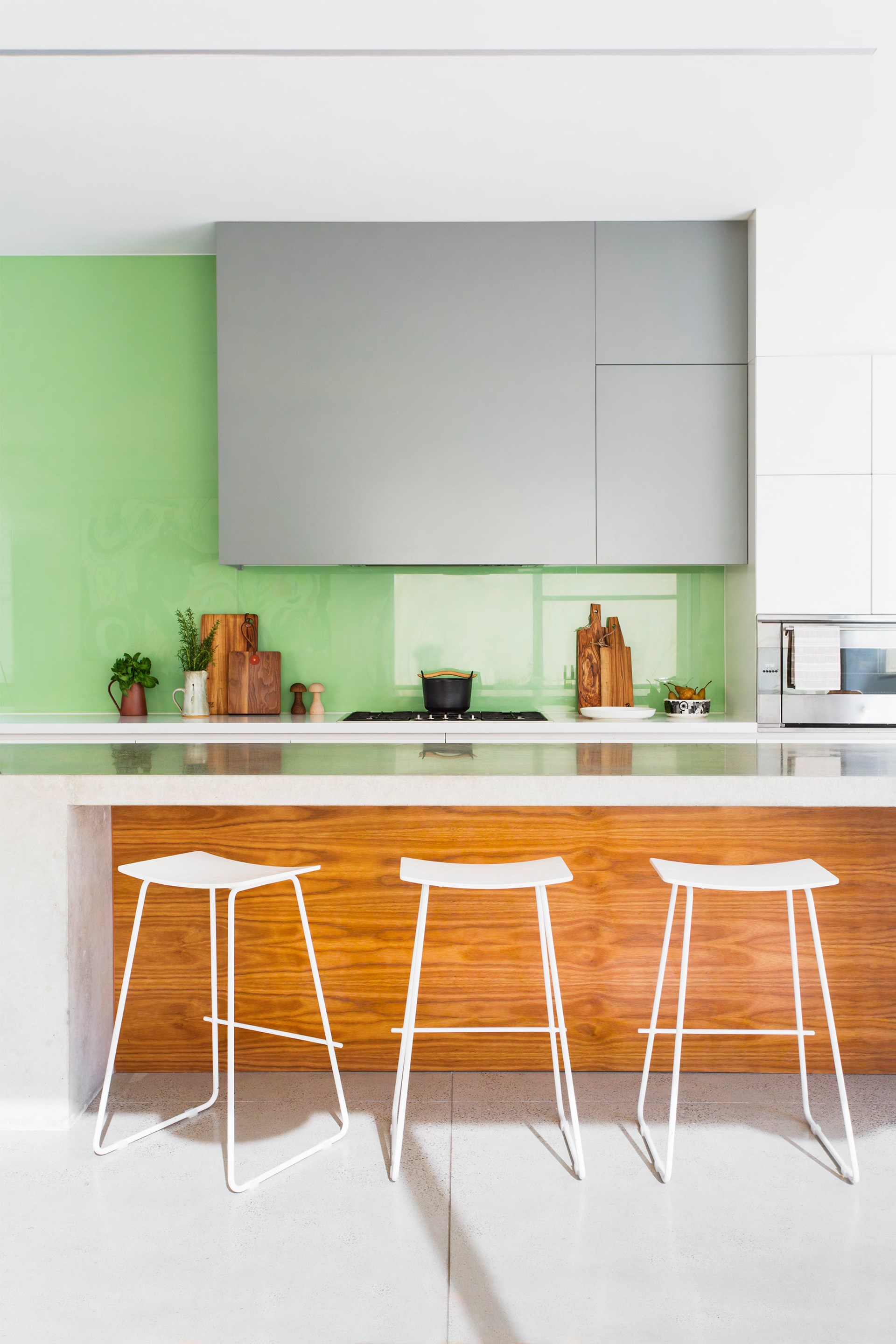"""A cheerful shade of green for the kitchen splashback seems fitting in [comedian Dave Hughes' family home](http://www.homestolove.com.au/gallery-funny-side-up-dave-hughes-2659 target=""""_blank""""). Photo: Martina Gemmola"""