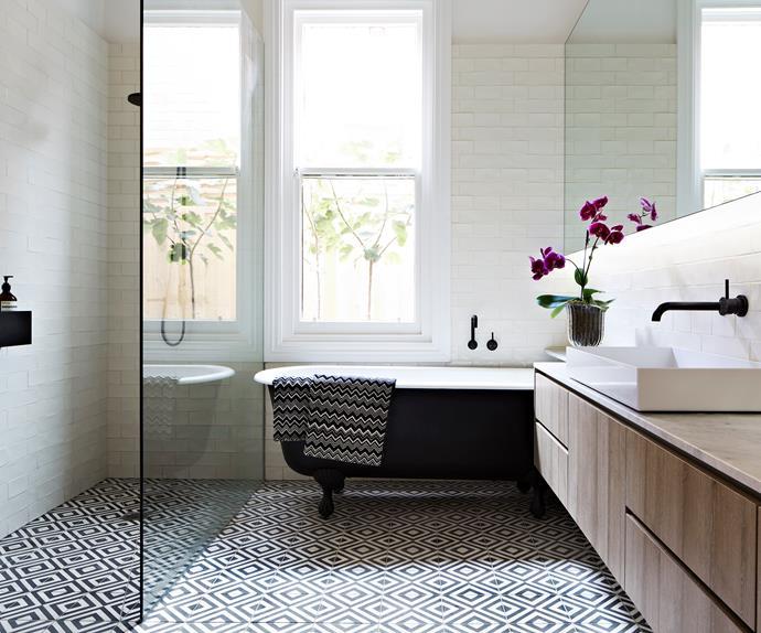 luxury black and white bathroom