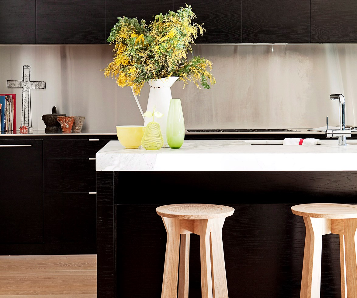 "Paired with stainless steel and Carrrara marble benchtops, black cabinetry can take a kitchen upmarket. Read more about how to [pick the right kitchen benchtop](http://www.homestolove.com.au/how-to-pick-the-right-kitchen-benchtop-2655/?utm_campaign=supplier/|target=""_blank""). Photo: *Chris Warnes*"