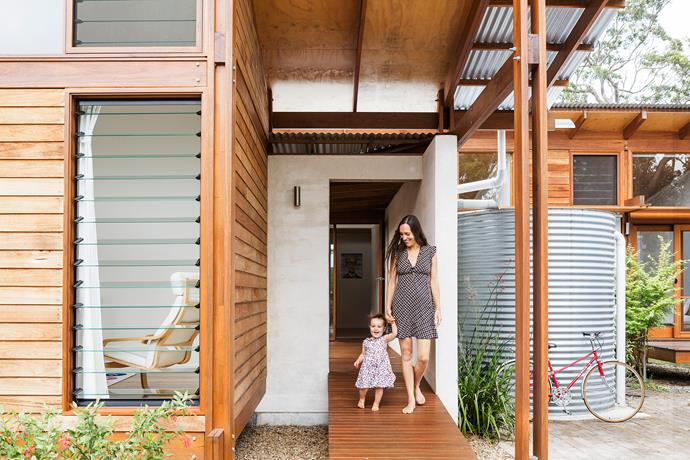 """""""Even though the block is only 700m2, it sometimes feels as though we are living in the bush,"""" says architect and owner [Anthony Knobel](http://www.anthonyknobelarchitect.com.au/?utm_campaign=supplier/ target=""""_blank"""") of this coastal haven."""