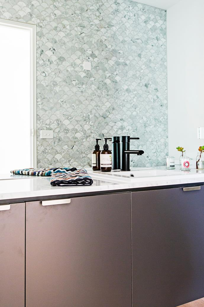 Black tapware adds some glamour to the powder room.
