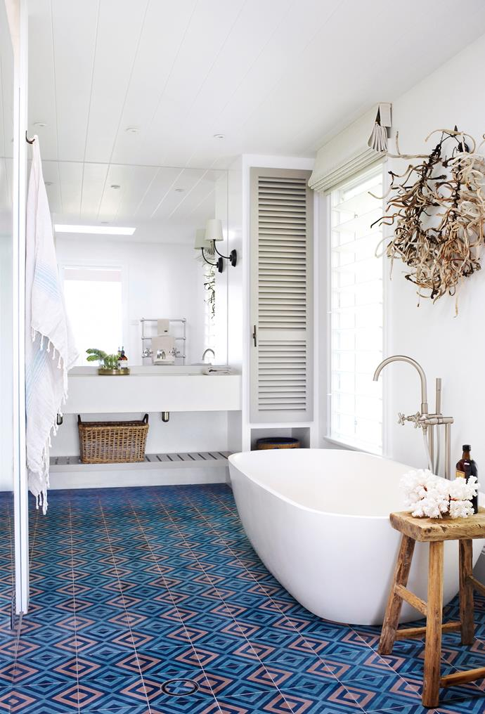 "A wall sculpture by Tracey Deep Floral Sculptures hangs above the [Apaiser](http://www.apaiser.com/|target=""_blank"") bath in the main ensuite. **Floor tiles** by [Onsite Supply & Design](http://www.onsitesupply.com/