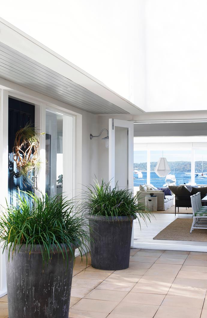 "The proximity to the water's edge dictated an open, breezy design that maximises the available space and connection with the outdoors. **Pots** from [La Croix](http://www.lacroix.com.au/|target=""_blank"")."