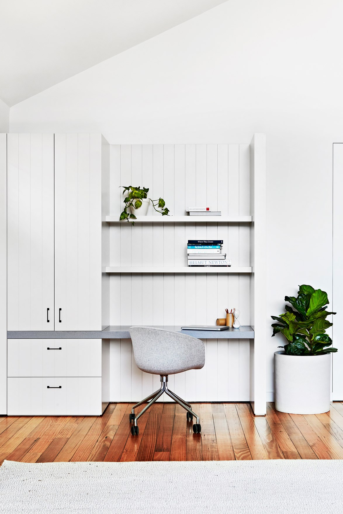 Who says you need a spare room to create a home office? *Photo:* Armelle Habib
