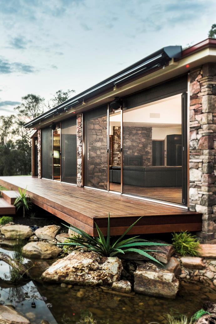 "Custom-made Infinity Zipline Screen with aluminium frame, from [Freedom Retractable Screens](http://www.freedomscreens.com.au//?utm_campaign=supplier/|target=""_blank"")."