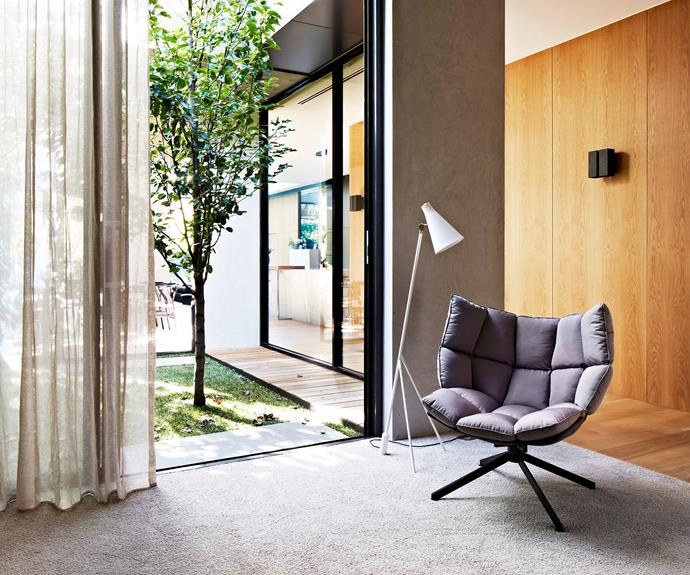 "During the day, open up the doors and windows to let the [soft, natural light and air flow](http://www.homestolove.com.au/your-guide-to-feng-shui-2965|target=""_blank"") through your home. Photography: Armelle Habib."