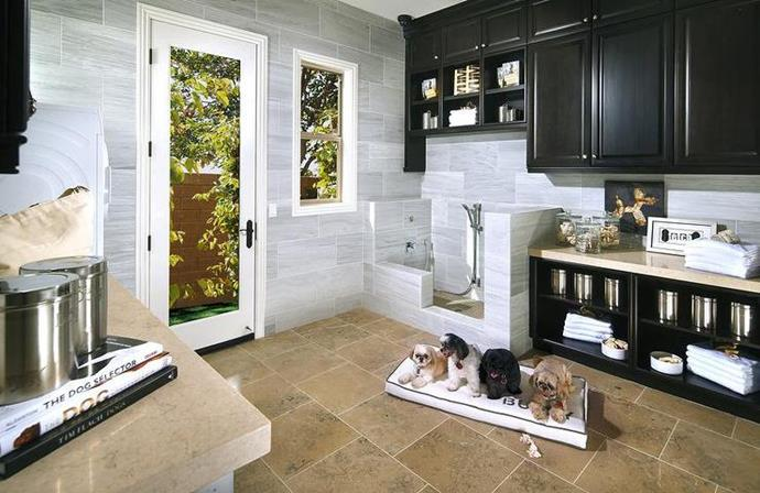 "Mud room. Photo: [Standard Pacific Homes](http://www.calatlantichomes.com//?utm_campaign=supplier/|target=""_blank"") via [Decor Pad](http://www.decorpad.com/photo.htm?photoId=118314/?utm_campaign=supplier/