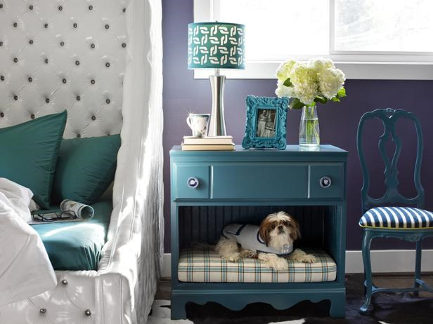 "Built-in dog bed. Photo: [DIY Network](http://www.landeeseelandeedo.com/2015/03/creative-diy-dog-beds.html/?utm_campaign=supplier/|target=""_blank"")"