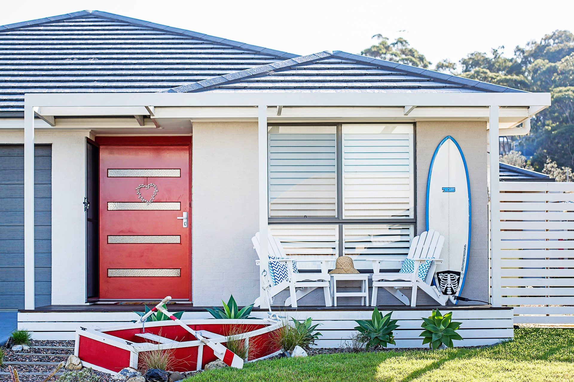 **Suanne Osti** After downsizing three years ago this couple moved to Barlings Beach on the south side of Batemans Bay, and got stuck into decorating this three-bed single storey house. [See the full home here](http://www.homestolove.com.au/empty-nesters-embrace-coastal-style-2918) or [vote for this home](http://www.homestolove.com.au/homes-reader-home-of-the-year-4499).