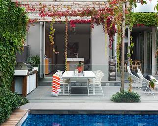 Melbourne garden designed for sensational seasonal colour