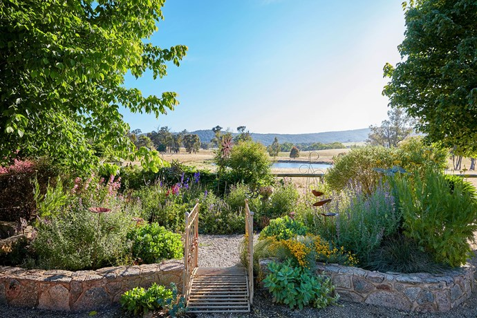 """Nestled into the Wooragee Valley, in the rolling hills between Beechworth and Wodonga in Victoria, lies the fragrant, flower-filled garden of Janet Lucas, [winner of the Australian House & Garden Pretty Garden Of The Year](http://www.homestolove.com.au/palette-pleaser-handg-pretty-garden-of-the-year-winner-3151