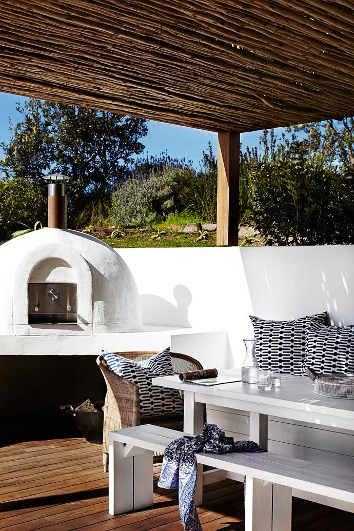The design of this alfresco dining area – complete with pizza oven – was inspired by the Greek Islands. A covered deck area provides protection from the elements. Photo: Sharyn Cairns