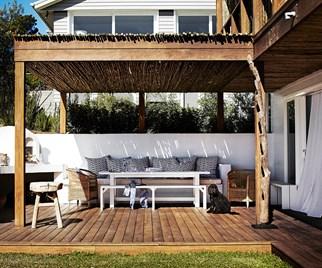 Greek-inspired outdoor space